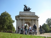 London Super Saver: Royal London Bike Tour plus Evening Walking Tour with Fish and Chips Dinner Photos